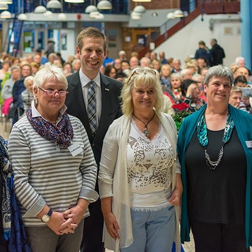 (Foto v.links: Brunhilde Weber, ZWAR-Netzwerk Hilden; Silke Dietz, AWO-Leiterin; Diakonin Doris Treiber, Ev. Kirchengemeinde Hochdahl; Christoph Schultz, Bürgermeister Erkrath)