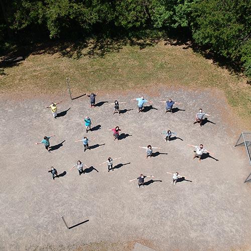 »Mit Abstand« – das beste Gruppenfoto