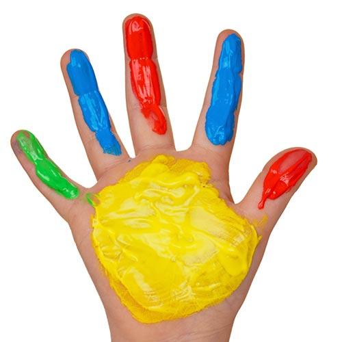Bunter Kinderhand Foto: Wodicka